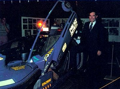 Syd Mead along side full size version of his creation in 1982